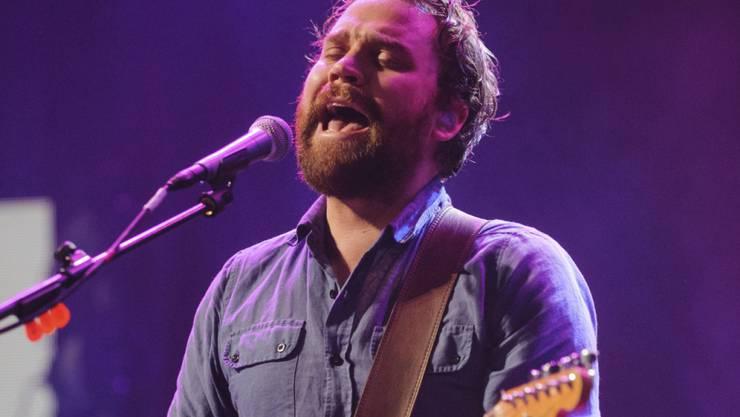 """Der Sänger der schottischen Indie-Rock-Band, Scott Hutchison, ist gestorben. Seine Familie würdigte ihn als einen, der """"sein Herz auf der Zunge getragen hat""""."""
