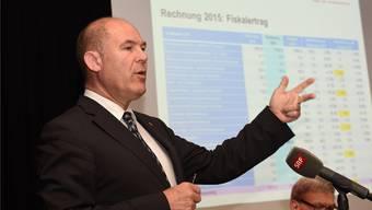 Finanzdirektor Anton Lauber zählte die Sonderfaktoren auf, die die Rechnung prägten.