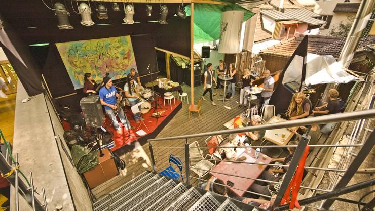 Auf der Terrasse spielten verschiedene Bands