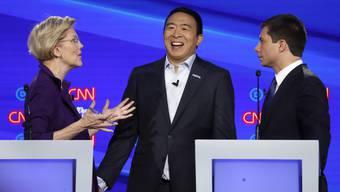 Warren, Yang und Buttigieg kurz nach der Debatte.