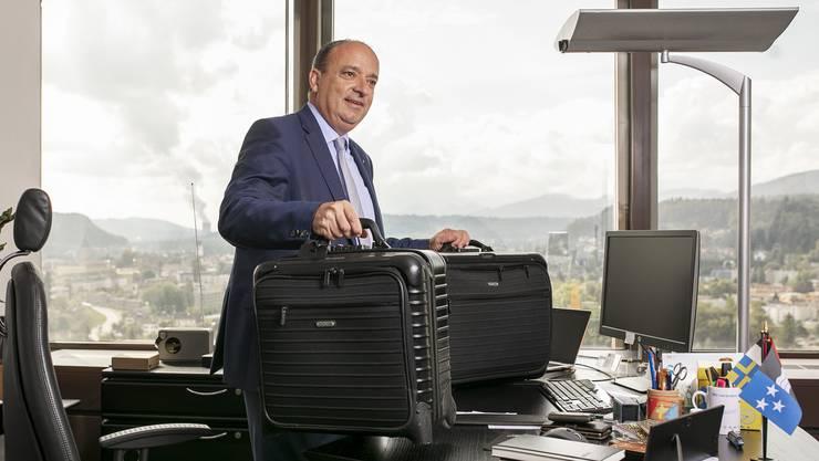 Markus Markus Dieth nimmt am Wochenende oft zwei Koffer aus seinem Büro im Telli-Hochhaus mit nach Hause.