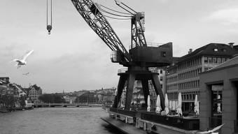 Fast wie am Meer: Eine Fotomontage zeigt den geplanten Hafenkran am Limmatquai.