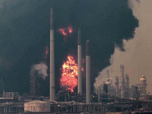 Feuer in weltgrösster Shell-Raffinerie