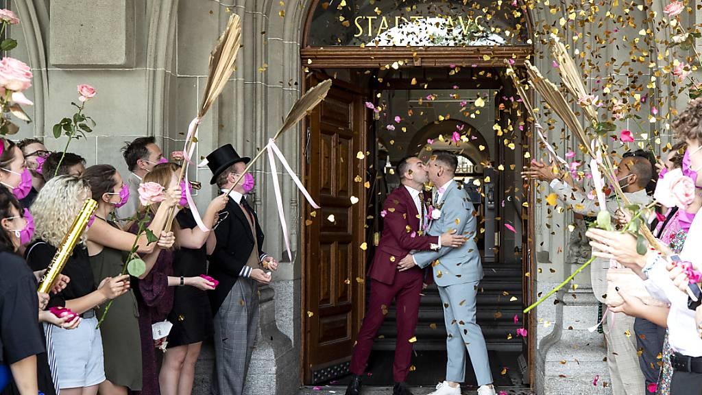Gleiche Liebe - gleiche Rechte, das fordert Operation Libero zu ihrem Kampagnenstart für ein Ja. Am 26. September 2021 wird in der Schweiz über die «Ehe für alle» abgestimmt.
