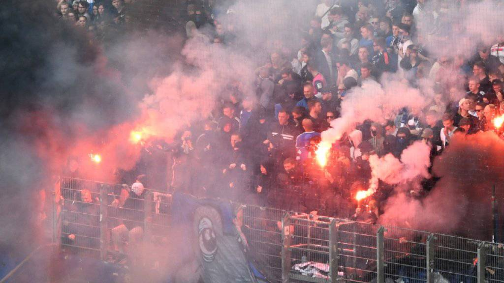Fan-Krawalle beim Skandal-Match vom 12. Mai zwischen dem HSV und Borussia Mönchengladbach