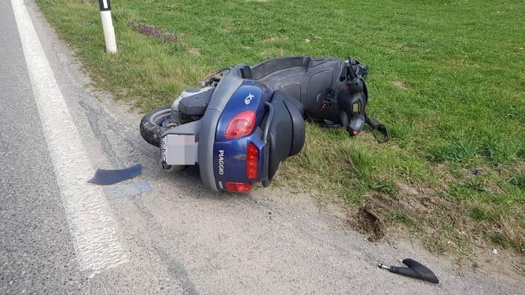 Die Rollerfahrerin verletzte sich leicht.