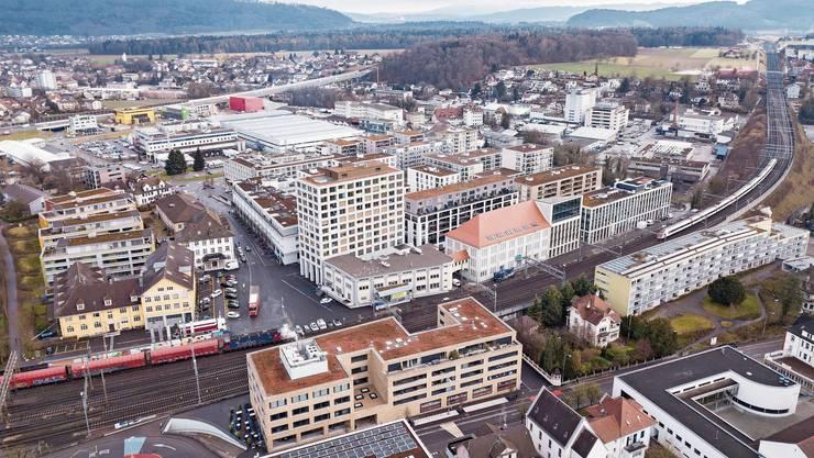 Innerhalb weniger Jahre erhielt Lenzburg auf dem einstigen Hero-Areal ein vollständig neues Gesicht. Anstelle der Konservi (zweites Bild) entstand der Stadtteil «im Lenz».