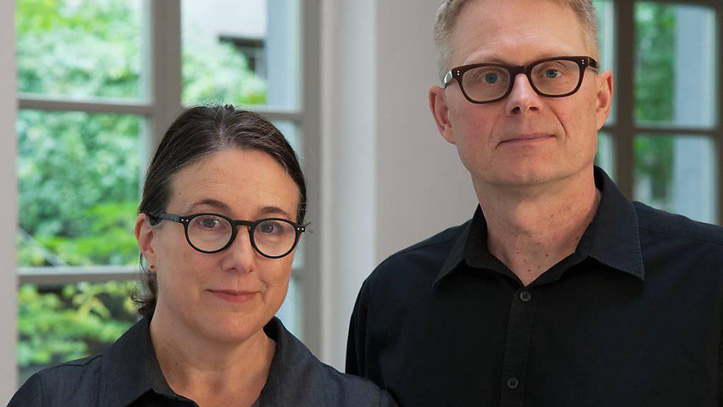 Das Künstlerpaar Teresa Hubbard (l) und Alexander Birchler (r) bespielen zusammen mit Carol Bove den Schweizer Pavillon an der Kunstbiennale 2017 in Venedig. (Archiv)