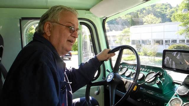 Glücklich: Moritz Thommen in seinem Truck.