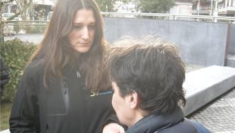 Nadine von Arb im Gespräch mit einer Szenegängerin. uby