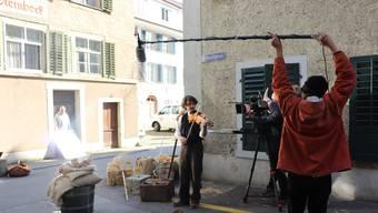 """Das SRF drehte in Bad Zurzach eine Szene aus der Sage """"Lindegiger"""". Die mittelalterliche Szene spielte in der Rathausgasse."""