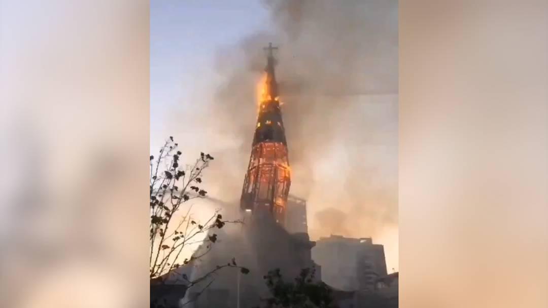 Kirchen in Brand gesteckt: Jahrestag der Sozialproteste in Chile