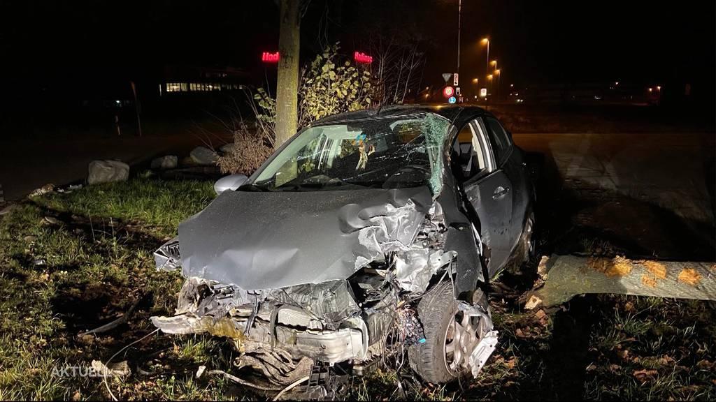 Betrunken mit geklautem Auto verunfallt und ohne Schuhe geflüchtet