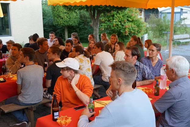 Im Zopfhuus-Garten erwartete ein Pizza-Plausch die JungbürgerInnen