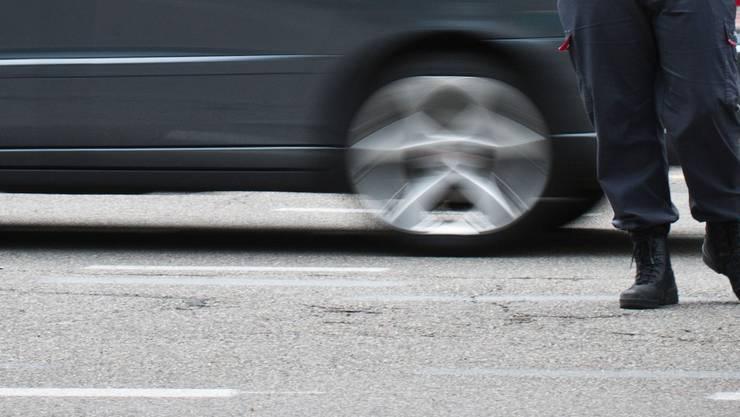 Der unfallbeteiligte Autofahrer setzte seine Fahrt fort, ohne sich um den Verletzten zu kümmern