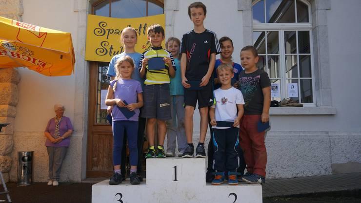 Die Siegerinnen und Sieger des Gruppenwettkampfes am Schulsporttag 2014 in Rüttenen.