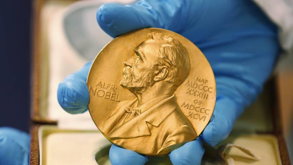 Der Startschuss in die Nobelwoche fällt am Montag mit dem Nobelpreis für Medizin oder Physiologie. Die Preisträger werden eine Nobelmedaille, ein Diplom und ein Preisgeld erhalten. (Archivbild)
