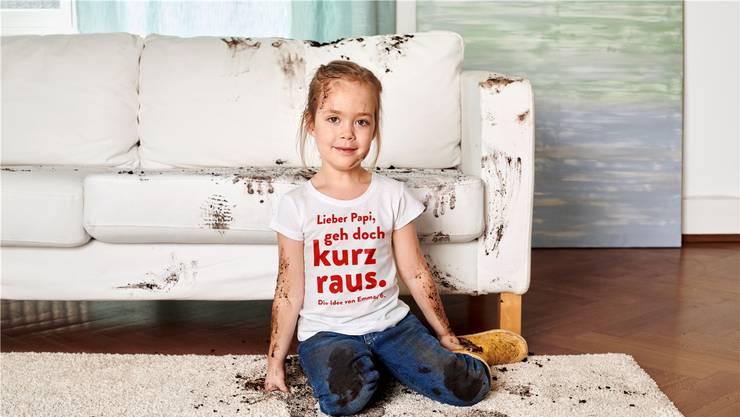 Bei einem solchen Anblick gehen bei Eltern die Emotionen hoch. Grad wieder rausgehen und erst mal durchschnaufen, rät deshalb die 6-jährige Emma in der Kampagne von Kinderschutz Schweiz.