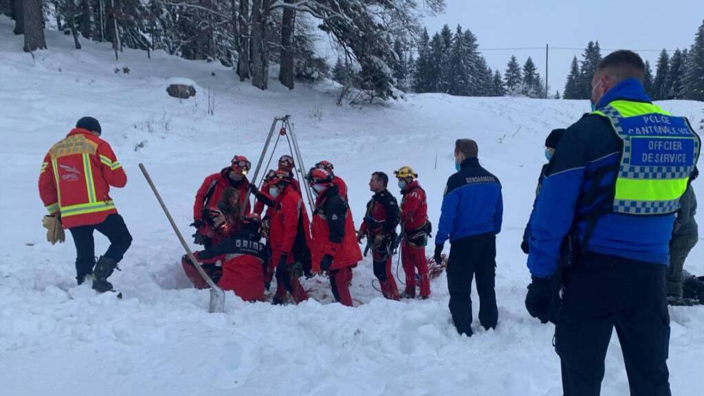 Mädchen in Rettungsaktion unverletzt aus Höhle geborgen