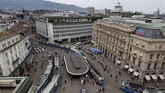 Zürcher Paradeplatz mit den Hauptsitzen von CS und UBS