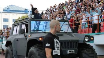 Wie ein Staatspräsident: So empfängt Dinamo Brest seinen neuen Klubpräsidenten Diego Maradona