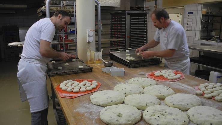Von der Teigmasse bis zum fertigen Kuchen sind nur wenige Schritte nötig