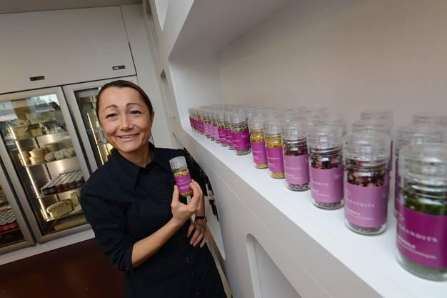 Die Kochbuchautorin in ihrem Laden