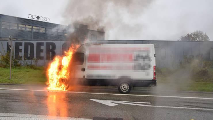 Der Lenker konnte das Fahrzeug rechtzeitig verlassen und blieb unverletzt.
