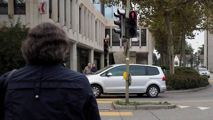 Ein Liestaler ist verärgert: Das Geld für zu schnelles Fahren geht zuerst an die UBS und nicht an die BLKB. Foto: Die BLKB-Kreuzung in Liestal