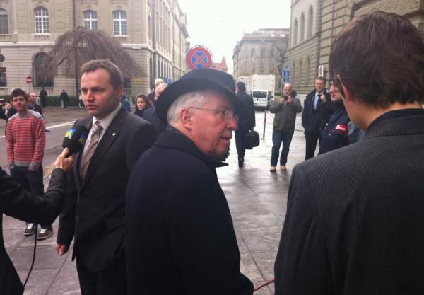 Christoph Blocher verlässt enttäuscht das Bundeshaus