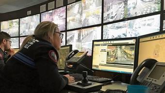 Im Zentrum für städtische Überwachung von Nizza laufen alle Fäden zusammen. Die Kameras können Straftäter automatisch durch die ganze Stadt verfolgen.