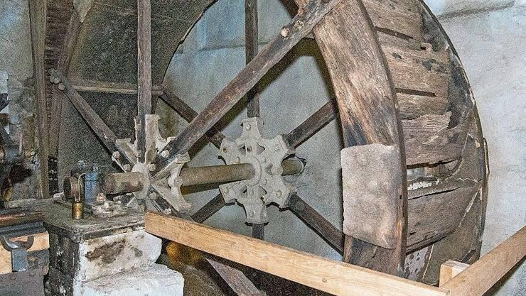 Das Birmensdorfer Mühlenrad beim Ortsmuseum.