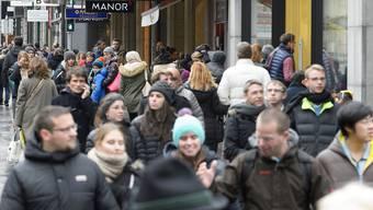 Zu viele Menschen und Angebote: Vorweihnachtlicher Einkaufs-Stress.
