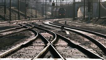 Zwischen La Plaine GE und Frankreich sind die Bahngeleise wegen der Hitze verformt. Mehrere TGV-Zugverbindungen zwischen Genf und Paris am Samstag wurden umgeleitet. (Symbolbild)