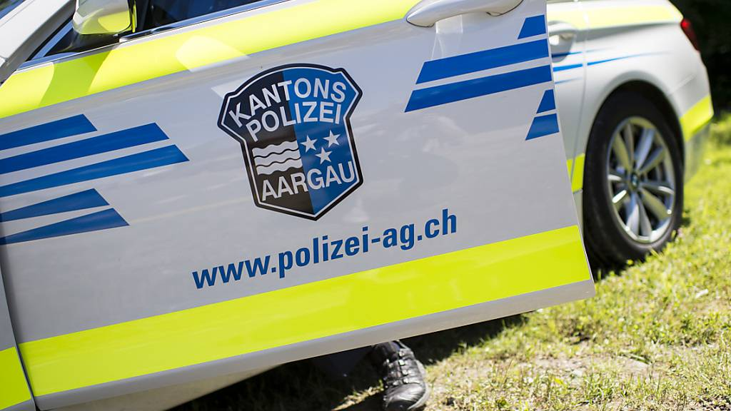 Die Kantonspolizei Aargau sucht Zeugen des Unfalls. (Symbolbild)