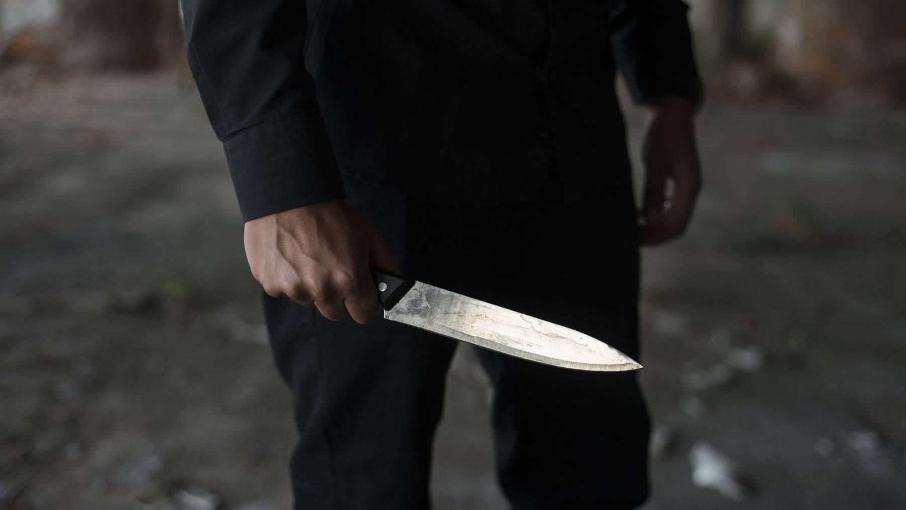 Die Tatwaffe war vermutlich ein Messer. (Symbolbild)