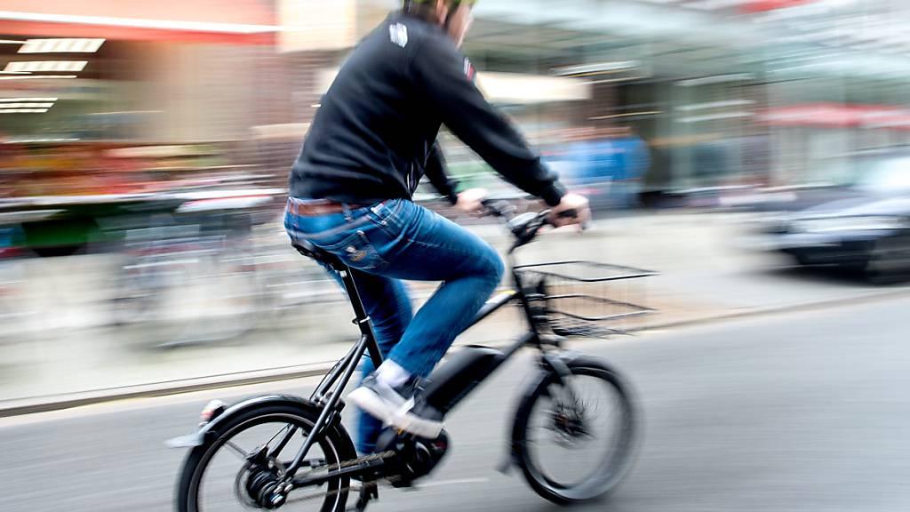 Nicht zu bremsen in der Schweiz - egal, wie das Wetter spielt: Das E-Bike wird immer beliebter.