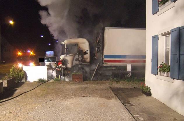Lastwagenbrand in Diegten