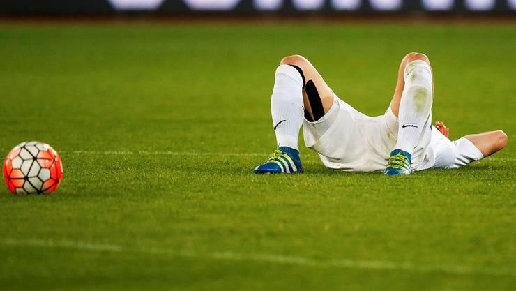 Der FC Zürich liegt nach dem 2:3 gegen den FC Basel am Boden, doch seine Konkurrenten im Abstiegskampf können nicht davon profitieren und leisten sich im eigenen Stadion ebenfalls Niederlagen.keystone