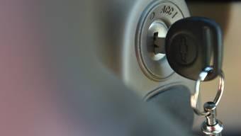 Schlüssel in einem Zündschloss (Symbolbild)
