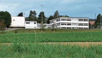 Die Gewerbezone Lee hinter den Schulanlagen soll – geht es nach dem Gemeinderat – ausgezont werden.