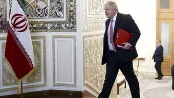 Der britische Aussenminister Boris Johnson in Teheran auf dem Weg zu Gesprächen