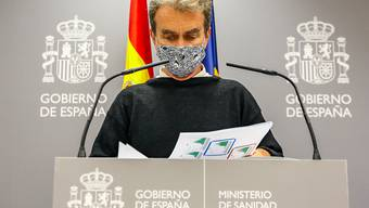 Fernando Simon, Leiter der Behörde für Gesundheitliche Notfälle (CCAES) von Spanien, spricht im Rahmen einer Pressekonferenz über die Covid-19-Pandemie. Foto: Ricardo Rubio/EUROPA PRESS/dpa