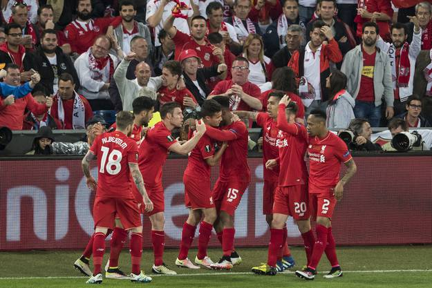 Die Spieler von Liverpool feiert den Treffer zum zwischenzeitlichen 1:0