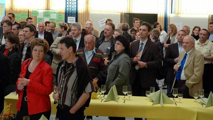 Gespannte Gesichter und Erwartungen an der offiziellen Eröffnung der Erlinsbacher  Gewerbeausstellung. (Fotos: rebi)