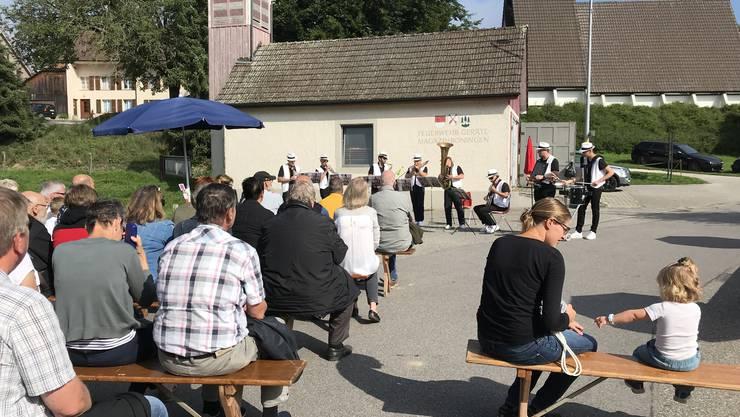 Begeistere Matinée-Besucher beim Weiherplatz in Boningen