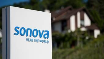 Der Markt für Hörgeräte erholt sich rascher als gedacht. Sonova passt deshalb den Ausblick für das laufende Geschäftsjahr an.