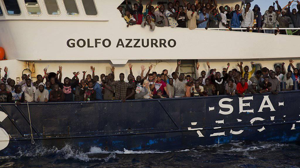 Stärkere Kontrollen befürchtet: Mehrere Hilfsorganisationen lehnen Italiens Kodex zur Flüchtlingsrettung auf dem Mittelmeer ab. (Archivbild)