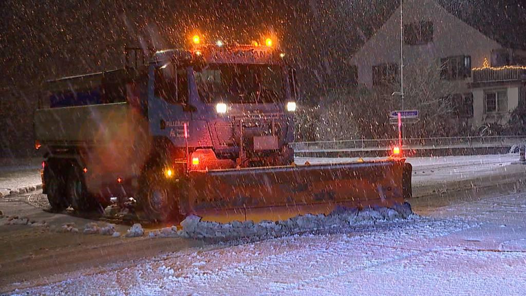 Der erste Schnee sorgt für Chaos auf den Strassen
