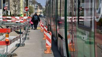 Nachdem die Werkleitungsarbeiten auf der südlichen Seite der Baslerstrasse abgeschlossen sind, beginnt im Juni die Erneuerung der Gleisanlagen.